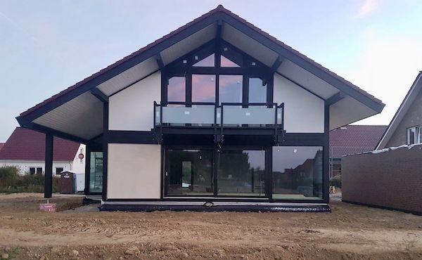 Ein Haus der Firma Detmolder von außen