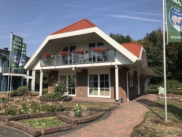 Haus mit einem neu gedeckten Dach