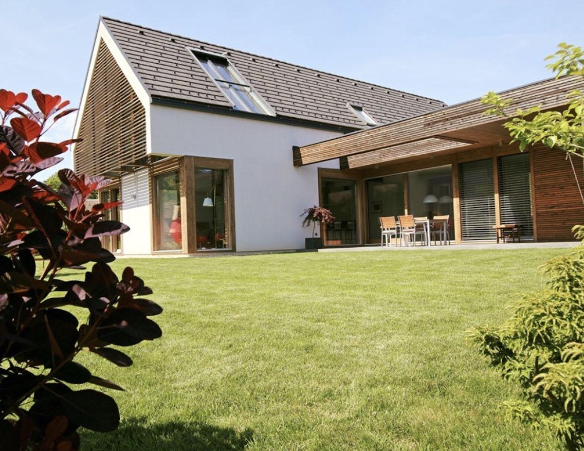 Ein großes Haus in Holzbauweise