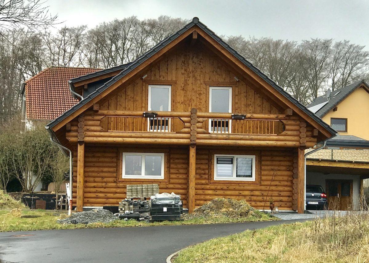 Ein Blockhaus aus Holz