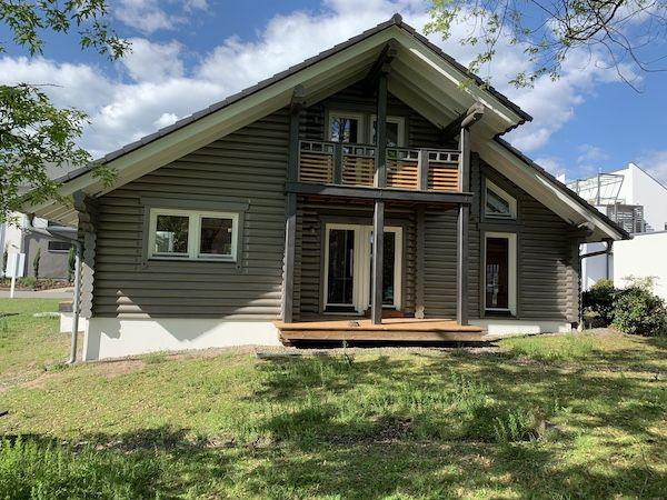 Ein Holzhaus in Blockbauweise