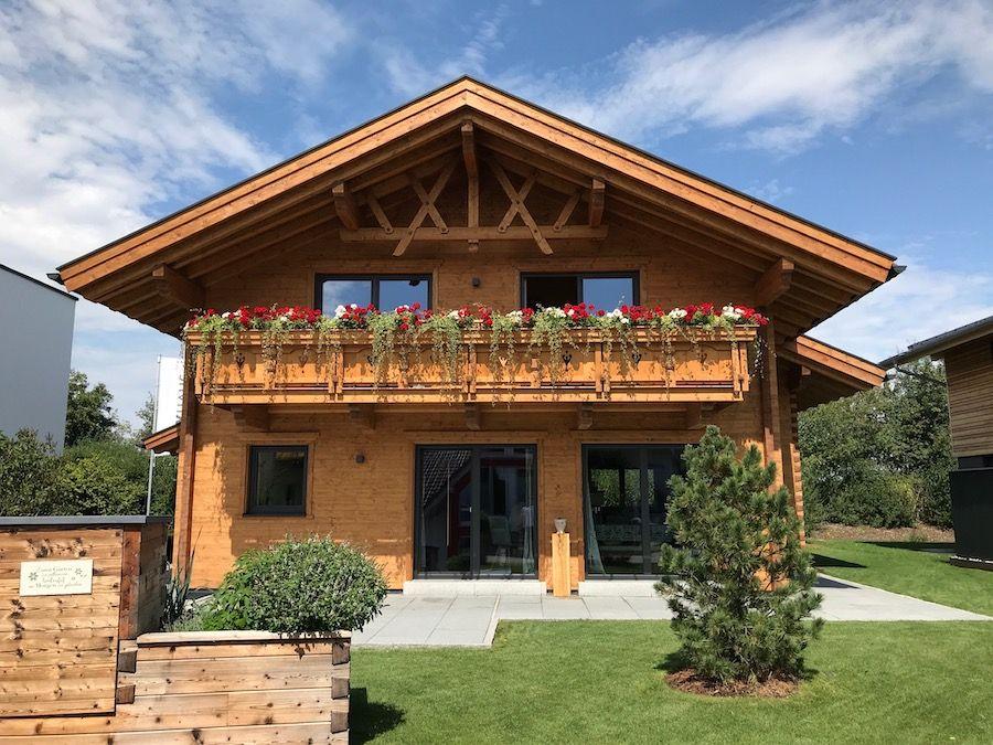 Schönes Haus im ländlichen Stil