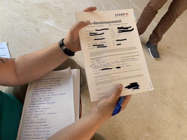 Ein Vertrag zu einem Fertighaus
