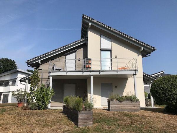 Ein Haus mit einem Schrägenpultdach