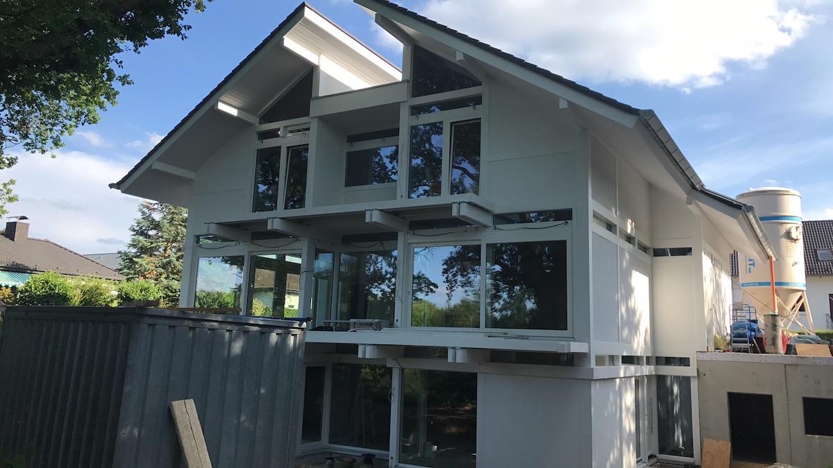Ein großes Pultdachhaus