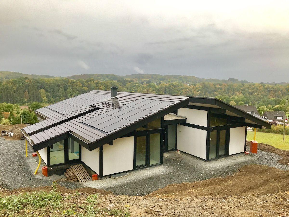 Ein Haus mit Satteldach welches barrierefrei ist