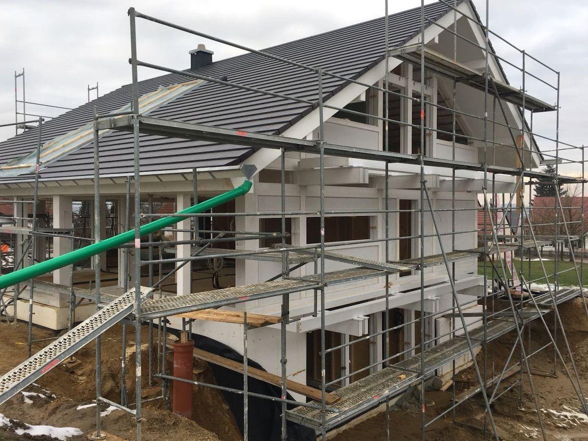 Ein Dachstuhl eines Hauses