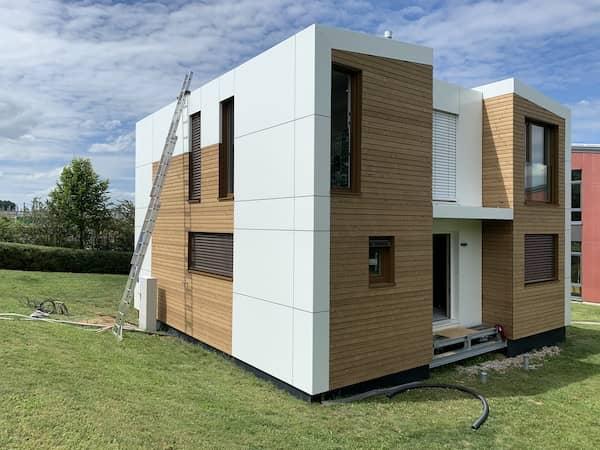 Ein Modulhaus mit Garten