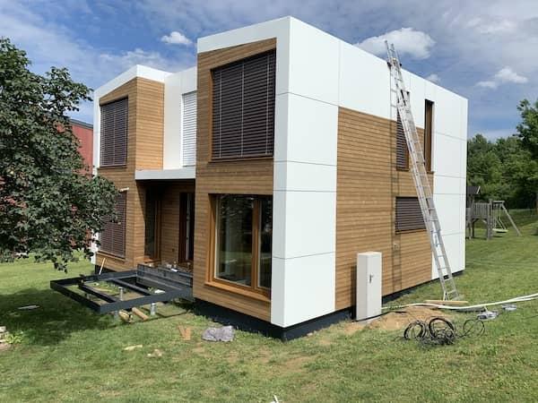 Ein neugebautes Modulhaus