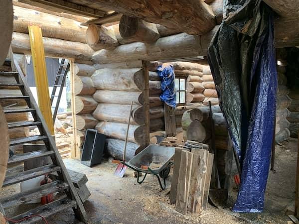 Ein Holzhaus von innen