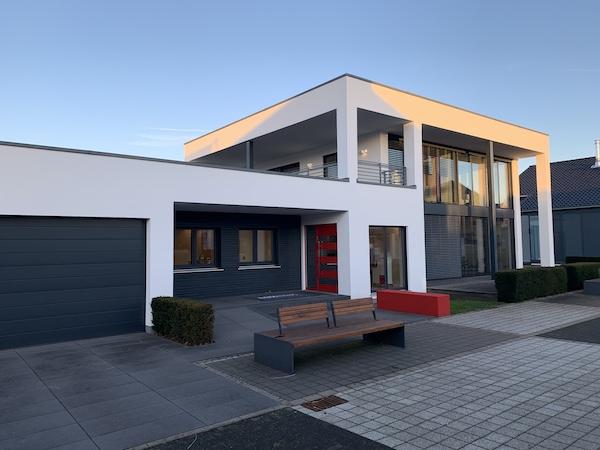 Ein modernes Flachdachhaus