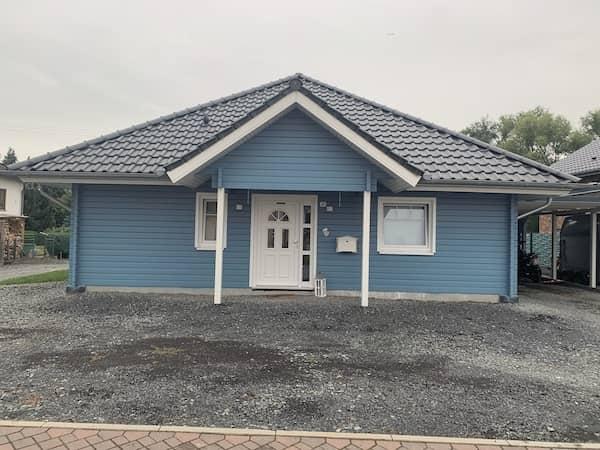 Ein blaues Schwedenhaus