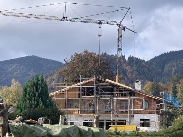Ein Haus in den Bergen wird aufgestockt