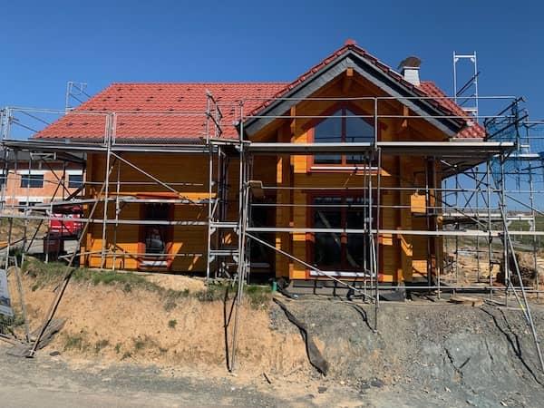 Eine großes Blockhaus
