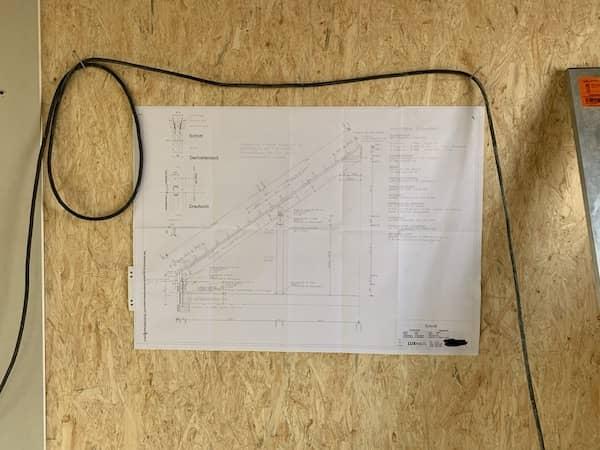 Pläne auf einer Luxhaus Baustelle
