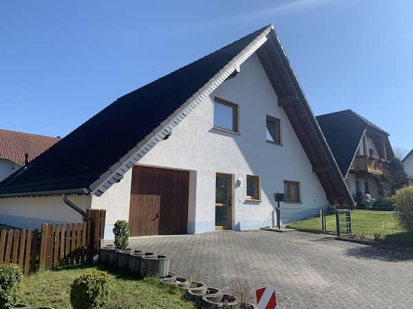 Ein Dreiecks Nurdachhaus