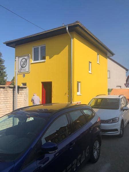 Ein gelbes Haus