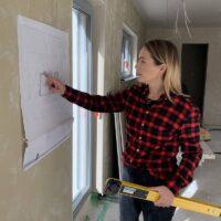 Architektin Amelie Forster auf einer Baustelle